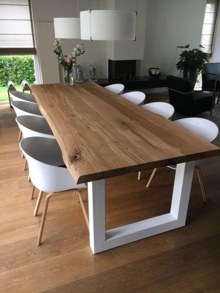 Tavolo in legno massello con gambe rettangolari